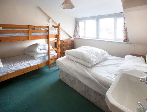 3rd floor bedroom with vanity unit